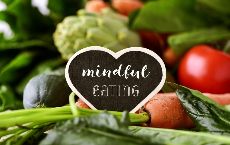 mindful_eating_457431853